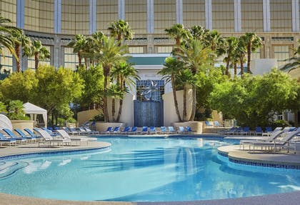Outdoor Pool | Four Seasons Hotel Las Vegas