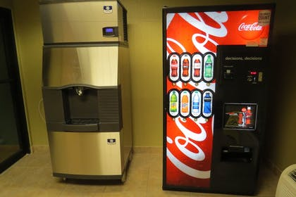 Vending Machine | Holiday Inn Express Clermont