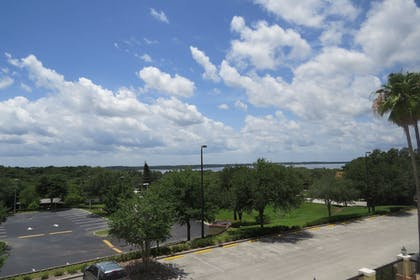 Property Grounds | Holiday Inn Express Clermont