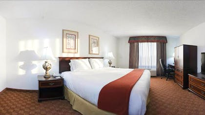 Guestroom | Holiday Inn Express & Suites Shelbyville