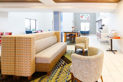 Lobby | Holiday Inn Express & Suites Shelbyville