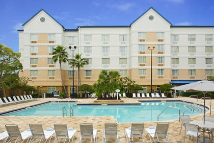 Outdoor Pool | Fairfield Inn & Suites Lake Buena Vista in Marriott Village