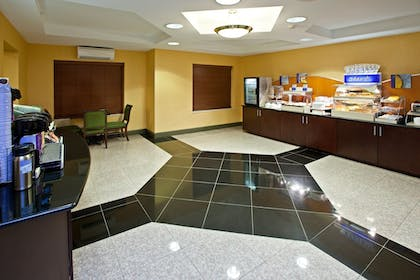 Restaurant | Holiday Inn Express Hotel & Suites Indianapolis East