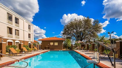 Pool | Best Western Plus Bradenton Hotel & Suites