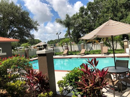 Outdoor Pool | Best Western Plus Bradenton Hotel & Suites