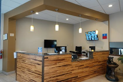 Reception | SureStay Plus Hotel by Best Western Gatlinburg