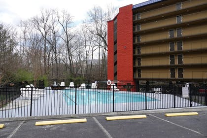Outdoor Pool | SureStay Plus Hotel by Best Western Gatlinburg