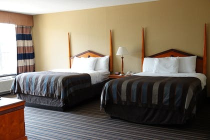 Guestroom | SureStay Plus Hotel by Best Western Gatlinburg