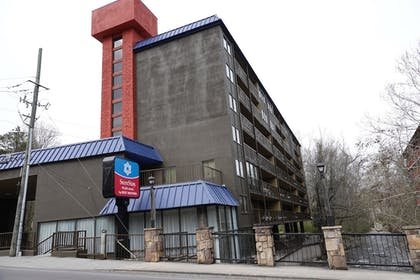 Exterior | SureStay Plus Hotel by Best Western Gatlinburg