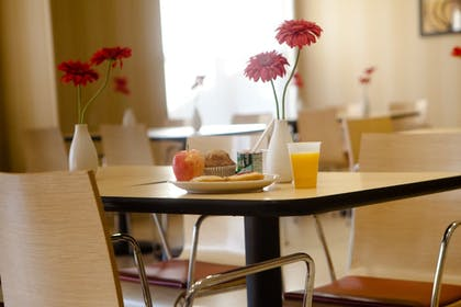 Breakfast Area | TownePlace Suites by Marriott Rochester