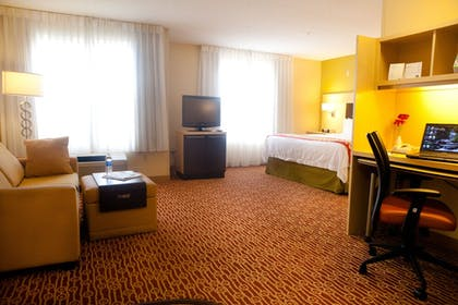Guestroom | TownePlace Suites by Marriott Rochester