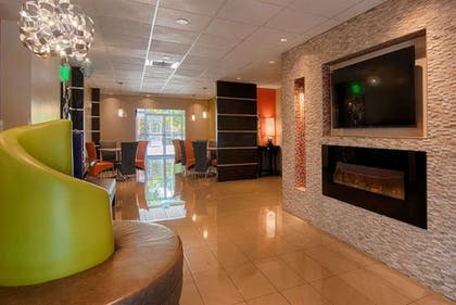Lobby | Days Inn & Suites by Wyndham Bonita Springs North Naples