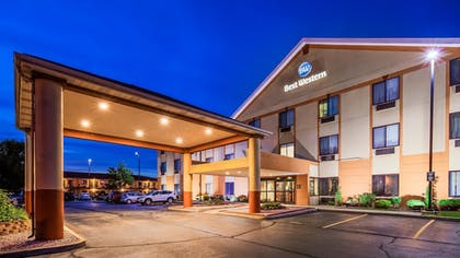 Hotel Front - Evening/Night | Best Western Inn & Suites of Merrillville