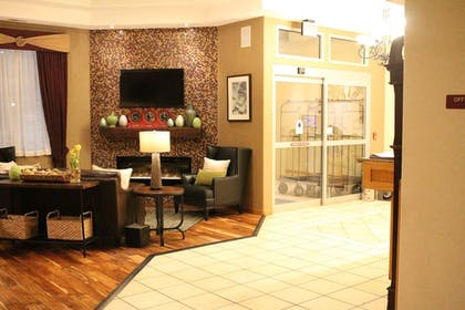 Lobby Sitting Area | Best Western Plus Des Moines West Inn & Suites