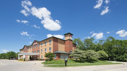 Hotel Front | Best Western Plus Des Moines West Inn & Suites
