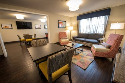Lobby Sitting Area | Best Western Inn & Suites