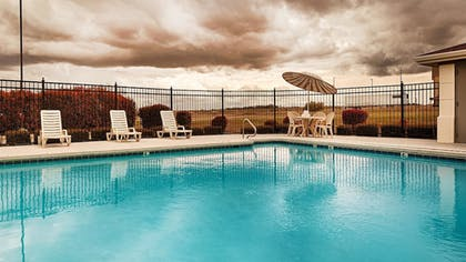 Pool | Best Western Inn & Suites
