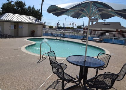 Outdoor Pool | FairBridge Inn & Suites Cleburne