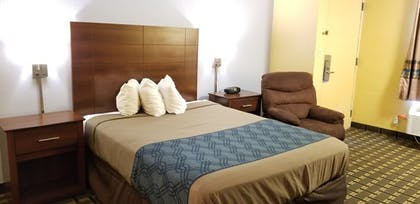 Guestroom | FairBridge Inn & Suites Cleburne