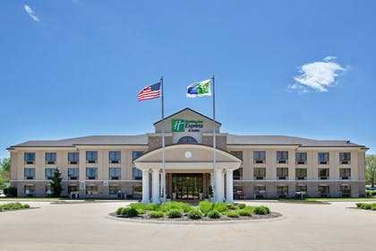 Exterior | Holiday Inn Express Hotel & Suites WADSWORTH