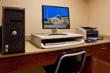 Business Center | Holiday Inn Express Hotel & Suites WADSWORTH