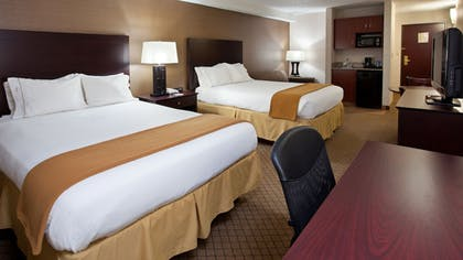 Guestroom | Holiday Inn Express Hotel & Suites WADSWORTH