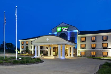 Featured Image | Holiday Inn Express Hotel & Suites WADSWORTH