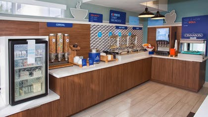 Restaurant | Holiday Inn Express & Suites Port Charlotte