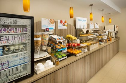 Breakfast Area   Holiday Inn Express & Suites DFW-Grapevine