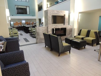 Lobby | Holiday Inn Express & Suites Birmingham Trussville