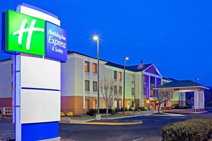 Featured Image | Holiday Inn Express Hotel & Suites Carneys Point