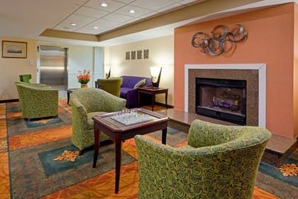 Lobby | Holiday Inn Express Hotel & Suites Carneys Point