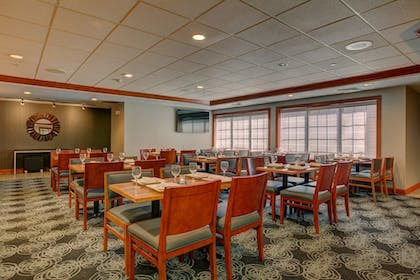 Restaurant | Holiday Inn Hotel & Suites-Milwaukee Airport