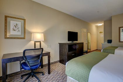Guestroom | Holiday Inn Hotel & Suites-Milwaukee Airport