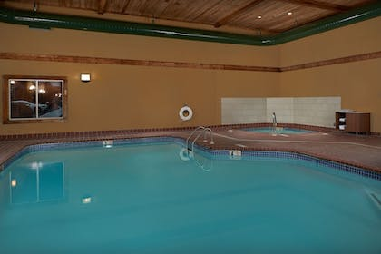 Pool | Holiday Inn Express & Suites Oxford