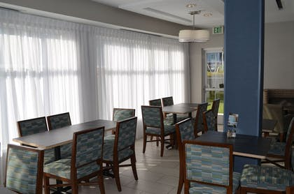 Restaurant | Holiday Inn Express & Suites Oxford
