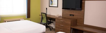 Guestroom | Holiday Inn Express Suites Tyler North