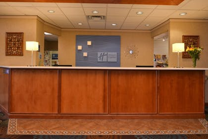 Lobby | Holiday Inn Express St. Croix Valley