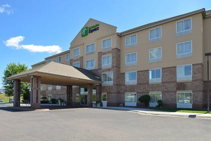Featured Image | Holiday Inn Express St. Croix Valley
