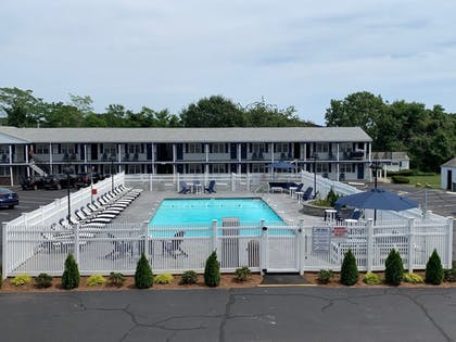 Outdoor Pool | Tidewater Inn
