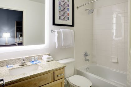 Bathroom | HYATT house Dallas/Lincoln Park