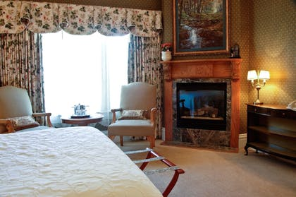 Guestroom | Cliff House at Pikes Peak