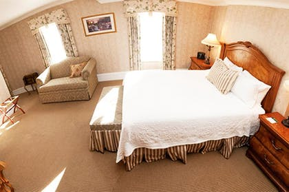 Guestroom   Cliff House at Pikes Peak