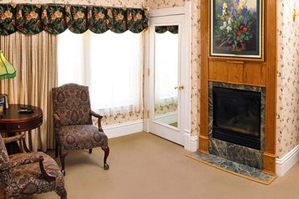 | Charles Dickens Suite | Cliff House at Pikes Peak
