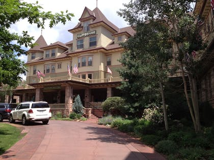 Hotel Entrance | Cliff House at Pikes Peak