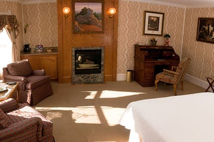 Living Area   Cliff House at Pikes Peak