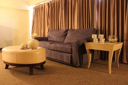 Living Room | Avalon Hotel & Conference Center