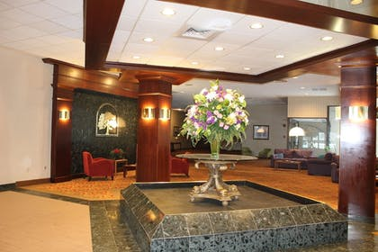 Lobby Sitting Area | Avalon Hotel & Conference Center
