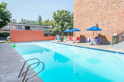 Outdoor Pool | Quality Inn Downtown 4th Avenue