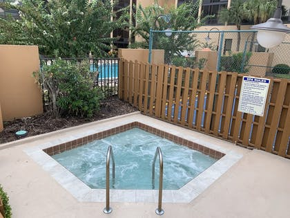 Outdoor Spa Tub | Best Western Orlando Gateway Hotel